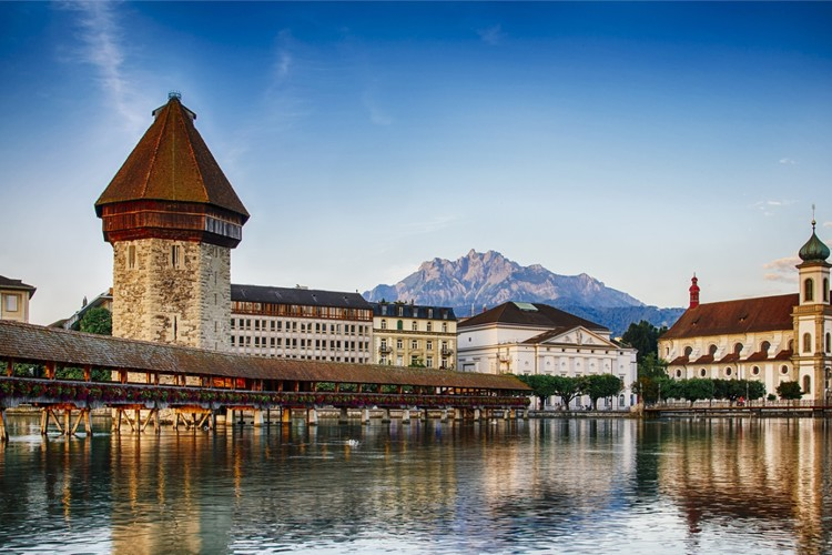 luzern-a-znamy-dreveny-most-kapellbrucke